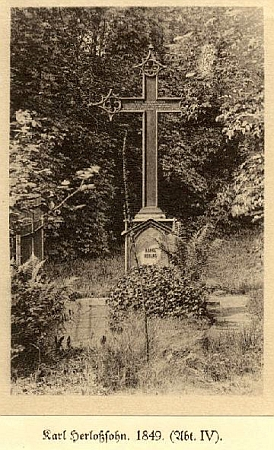 """Hrob na hřbitově """"Neuer Johannisfriedhof"""" v Lipsku (Leipzig), městě, které má po Herloßsohnovi pojmenovánu dokonce i jednu ze svých ulic"""