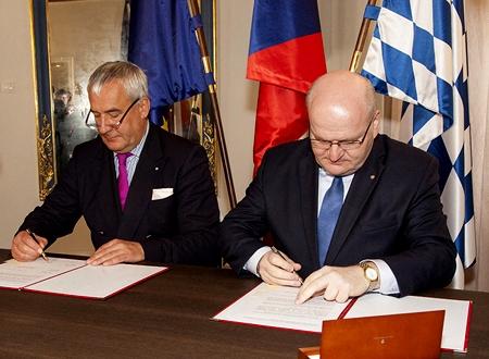 Při podpisu memoranda o bavorsko-české spolupráci v roce 2017 s bavorským ministrem kultury Dr. Ludwigem Spaenlem
