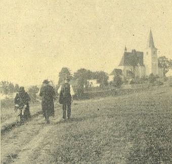"""... a """"pan řídící"""" se svou paní na cestě ke kostelu sv. Vavřince ve Štítarech"""