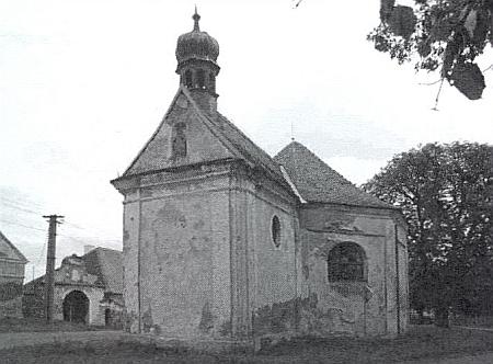 Kostel sv. Judy Tadeáše u fary ve Štítarech, postavený roku 1705 proto, že farář příjmením Partner nemohl pronemoc docházet do kostela sv. Vavřince na kopci jeden kilometr od obce