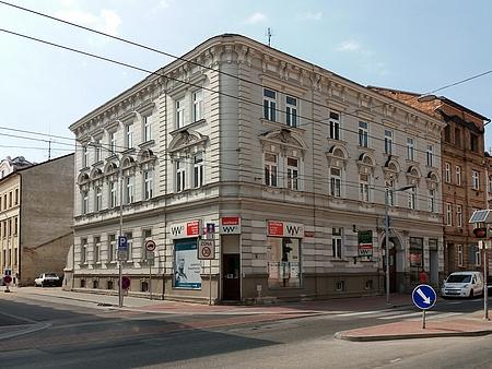Další dvě jeho bydliště v Českých Budějovicích: Lannova 10 aRudolfovská 32