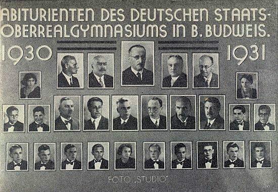 Druhý zleva v dolní řadě učitelského sboru německého vyššího gymnázia v Českých Budějovicích