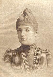 """Jeho žena, """"zlatovlasá a modrooká"""" Julie, roz. Nasehauerová, byla po předcích původem z Čech, trpěla psychickou labilitou a zemřela v roce 1907, tři roky po jeho skonu"""
