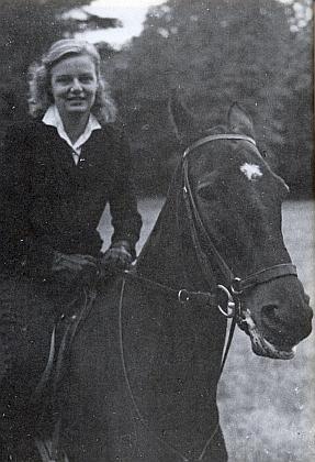Tento snímek doprovází v jí věnovaném čísle časopisu Sudetenland text Raimunda Paleczka o jejích životních osudech