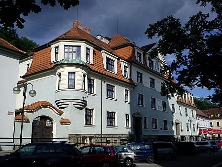 Budova Schwarzenberského ústředního ředitelství v Hluboké nad Vltavou