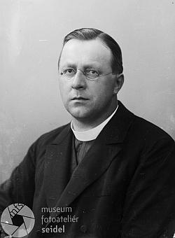Tato podobenka fotoateliéru Seidel s datem 10. července 1910 má mylné označení, které tu opravil jeden z uživatelů i s odkazem na Kohoutí kříž
