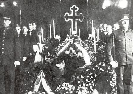 Snímek z jeho pohřbu
