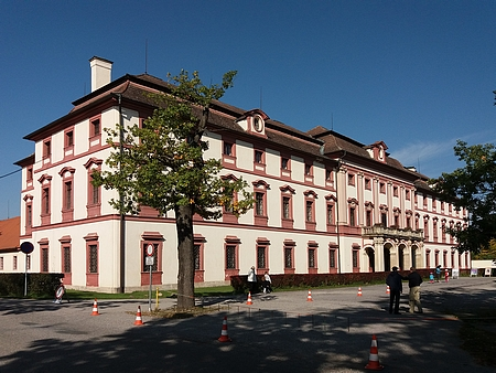 Ve druhém patře loveckého zámku Ohrada byla umístěná hlubocká lesní zařizovací kancelář, vzniklá z jeho iniciativy