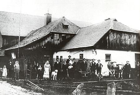 Někdejší dům čp. 1 (Hannesnhaus) v Horské Kvildě - v přední přístavbě kdysi žil šumař Jakob Elender
