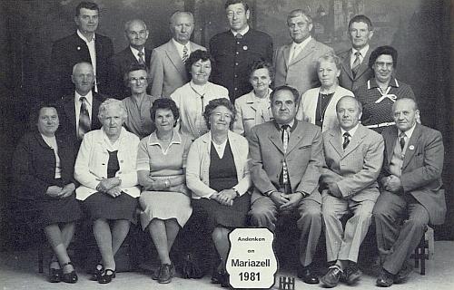 S účastníky pouti z někdejší Terčí Vsi do Mariazell roku 1981 stojí v prostřední řadě třetí zleva, za ní v zadní řadě je její manžel Willi Hochreitter