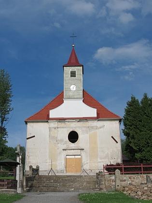 ... a již s opravenou věží na snímcích z roku 2013