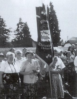 Dne 17. září 1996 došlo ke znovuvysvěcení hřbitova vPohorské Vsi a ona je samozřejmě u toho