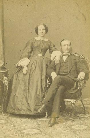 S manželkou Georgianou na snímku pořízeném Ludwigem Angererem kolem roku 1861