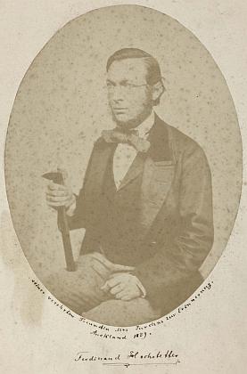 Na dvou variantách snímku s geologickým kladívkem (1859)