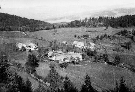 Valdov na dvou snímcích pořízených v roce 1935