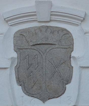 Jeho a manželčin znak nad domem čp. 43 v Žumberku sletopočtem 1613 a inicilálami H A K jako označením bratří Anastasia a Theobalda Hockových, jimž dům patřil, jakož iTheobaldovy ženy Agnes Kolichreiter von Cernoduben