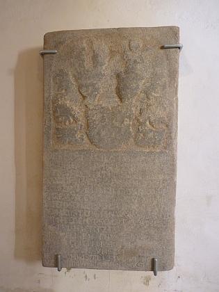 Náhrobek jeho ženy na zdi kostela v Žumberku