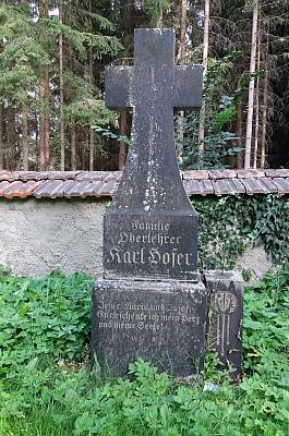 Hrob biskupa Josefa Ondřeje Lindauera na Staroměstském hřbitově v Českých Budějovicích