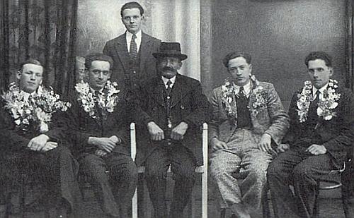 22. dubna 1937 narukoval Franz Hoffelner, zde jediný stojící, v Kaplici dočeskoslovenské armády