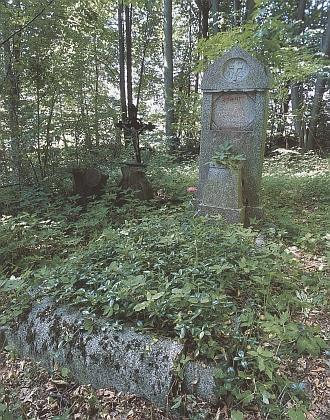 Hrob rodiny Hoffelnerovy na hartunkovském hřbitově