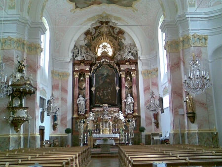 Interiér kostela v Obernzell, kde působil po roce 1945