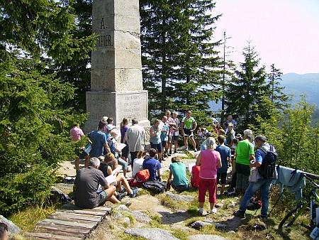 Snímek z oslav 140. výročí odhalení Stifterova památníku 26. srpna 2017