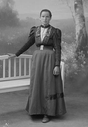 Marie Herbstová, provdaná Hoisová, na Seidelově snímku, datovaném 29. srpna roku 1915