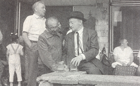 Tento snímek, pořízený v červnu roku 1992 v Květušíně, otiskl  krajanský měsíčník jako vzpomínku na svého zpravodaje