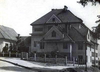 Učitelský ústav v Prachaticích, kde studoval