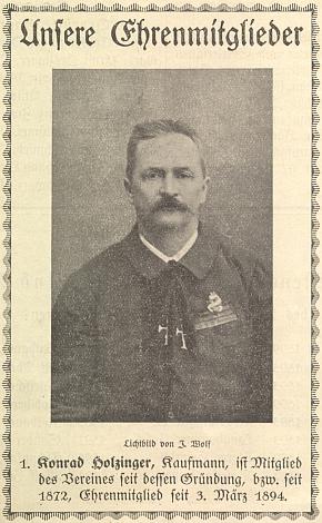 Jeho otec, čestný člen českokrumlovského Turvereinu, v němž působil od jeho založení