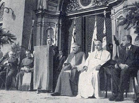 O sudetoněmecké pouti v Altöttingu roku 1966 sedí zcela vpravo