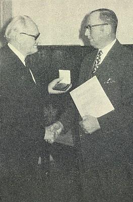 V adventě roku 1971 mu byla udělena medaile Adalberta Stiftera