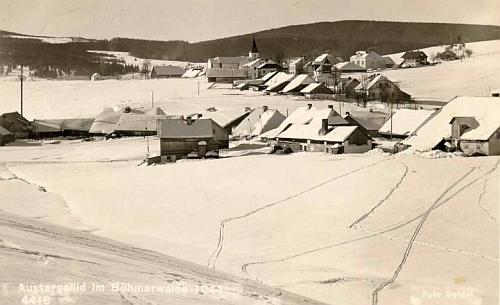 Zimní pohled na Kvildu s kostelem sv. Štěpána na pohlednici Franze Seidela...