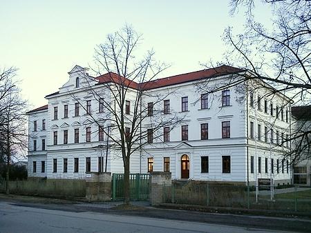V této budově německá lesnická škola v Českých Budějovicích sídlila, dnes je zde jeden z ústavů Akademie věd České republiky (viz i Otto Stöber)