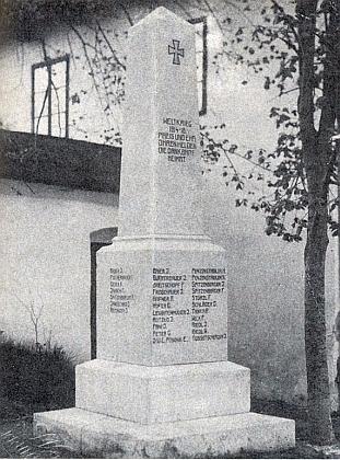 Památník padlým v Polné hned po svém vysvěcení...