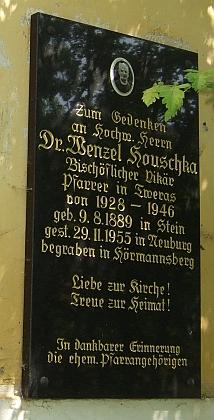 Pamětní deska s jeho životními daty na venkovní zdi kostela sv. Petra a Pavla ve Svérazi