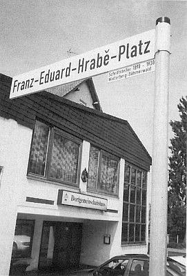 Je po něm pojmenováno náměstí v hesenském Seibelsdorfu