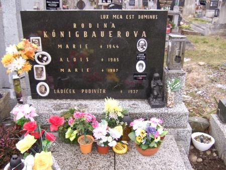 Dva snímky jejího hrobu v Brloze