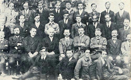 Tatínek roku 1921 jako maturant německého gymnázia v Prachaticích, sedící dole prvý zprava