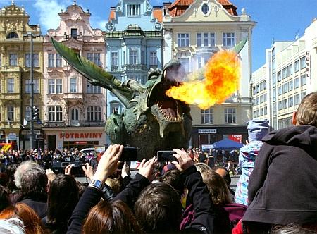 """Slavnost """"zabití draka"""" ve Furth im Walde je živá dodnes, tady na snímku se však drak """"jako host"""" vrátil tam, odkud přišel, tedy do Čech"""