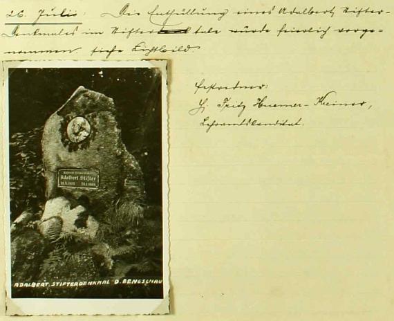 """Záznam v obecní kronice Německého Benešova o odhalení památníku Adalberta Stiftera dne 26. července roku 1936, kde byl Fritz Huemer-Kreiner jako """"kandidát učitelství"""" slavnostním řečníkem"""