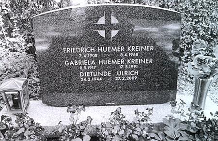 Její hrob v rakouském Hörschingu, kde je pochován i její manžel Fritz Huemer-Kreiner,     na snímku, který pořídil na podzim 2012 Willi Sonnberger