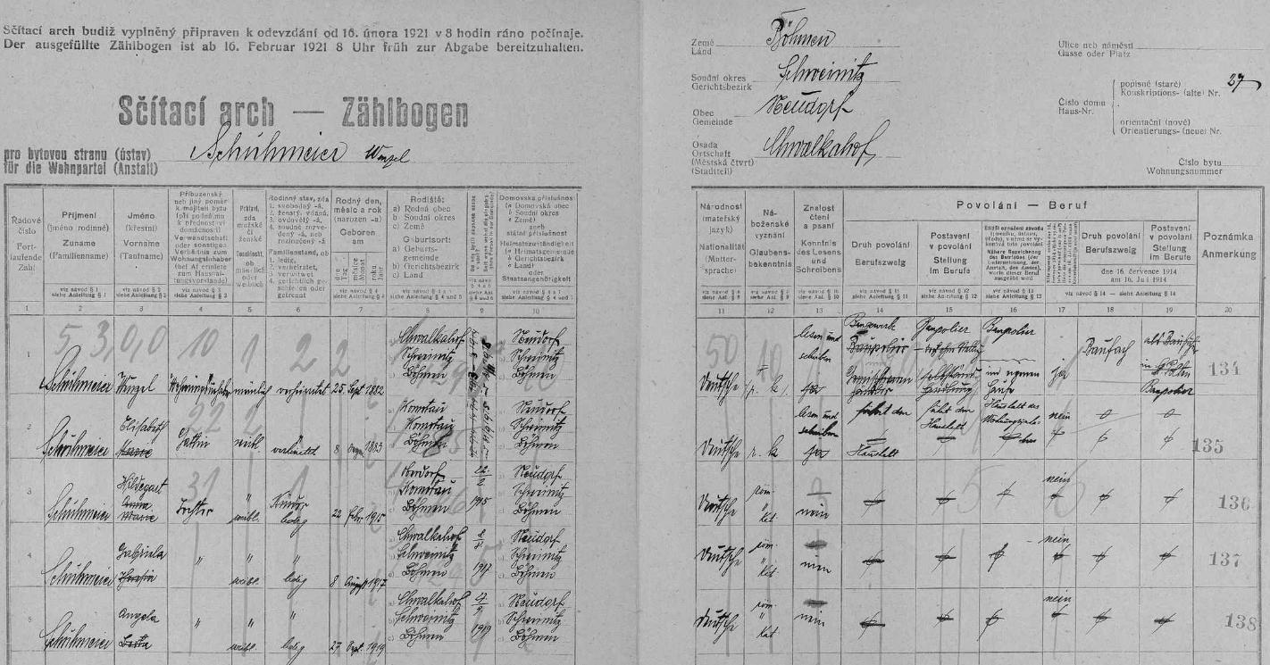 Arch sčítání lidu z roku 1921 pro chvalkovské stavení čp. 27 s rodinou Schuhmeierových, kde tehdy čtyřletá figuruje i ona
