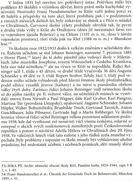 """Tato strana knihy o Ktiši uvádí příjmení Hundsnurscher hned dvakrát: vezmínce o ktišském hospodském avpoznámkách jako odkaz na autora knihy""""Chronik der Gemeinde Tisch im Böhmerwald"""", vydané v Mnichově roku 1995"""