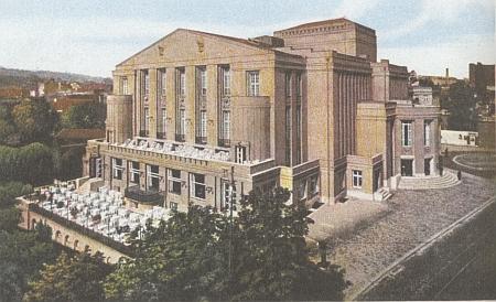 ... v Teplicích na pohlednici z roku 1927...
