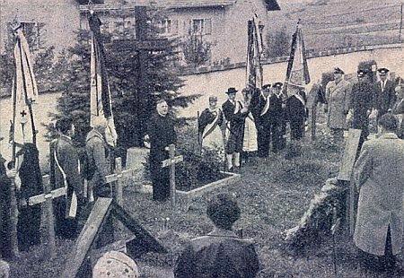 Hovoří u památníku 35 německých Šumavanů, zabitých v roce 1945 blízko hory Čerchov, ve Furth im Walde roku 1957, kdy toto město převzalo patronát nad vyhnanci z někdejšího okresu Horšovský Týn