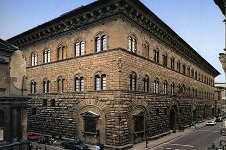 Možnou inspirací vídeňského architekta Heinricha Rieda byl renesanční palác Medici-Riccardi ve Florencii podle plánů Filippa Brunelleschiho