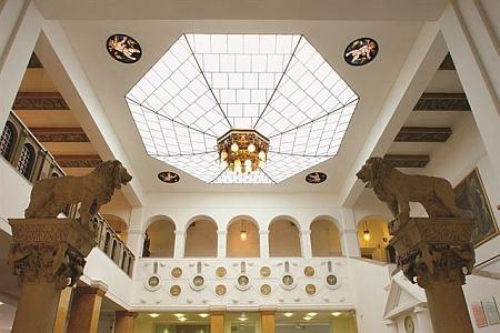 Exteriéry a interiéry dnešní českobudějovické Komerční banky