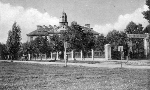 """Toho už se nedožil - kasárna Adolfa Hitlera ve Čtyřech Dvorech (postavená ovšem v roce 1916 ještě """"za císaře pána"""") ..."""