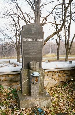 Hrob Reinholda Huyera na hřbitově v Dobré Vodě u Nových Hradů